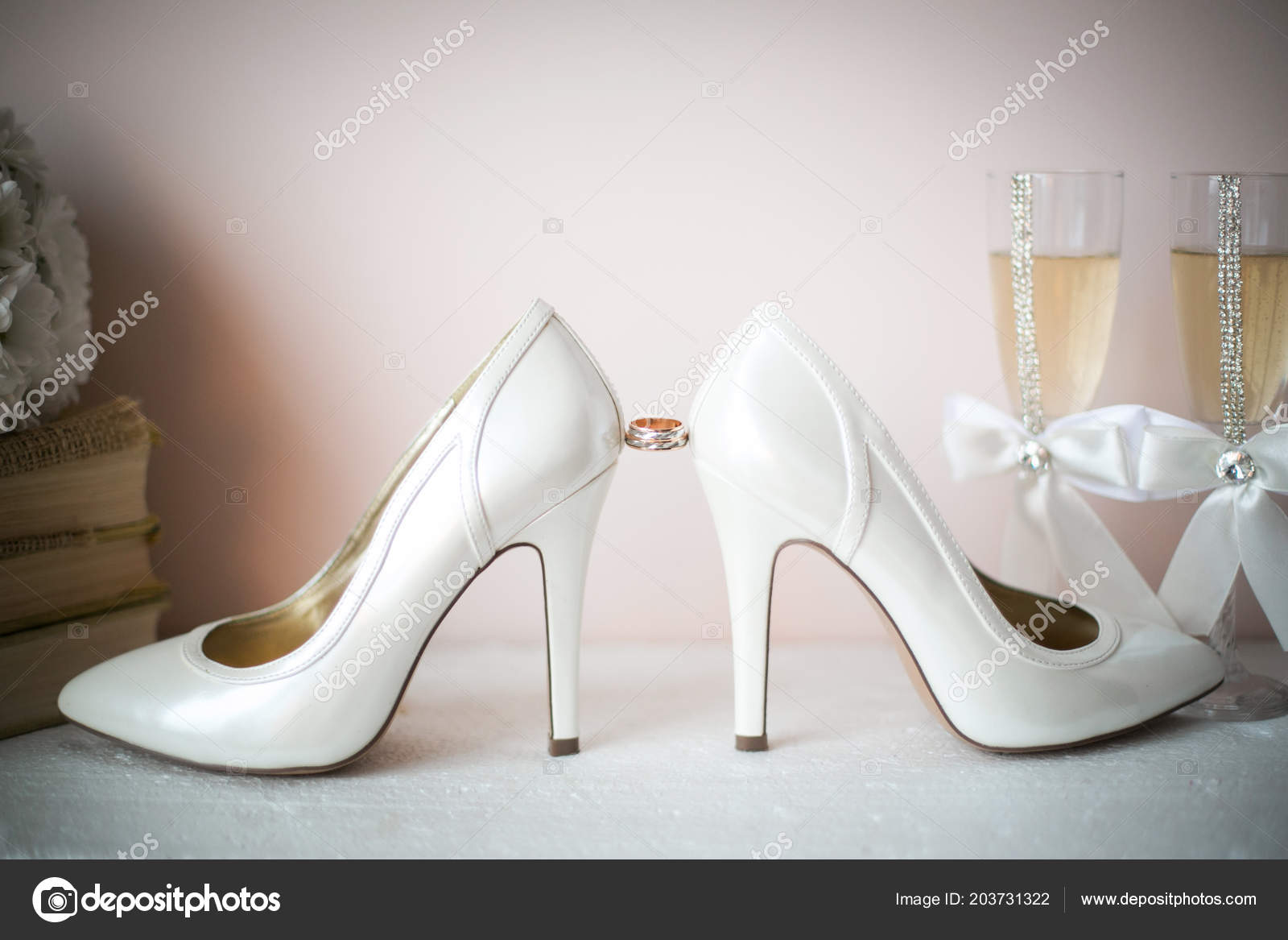 3deebfd4a9c27 Bridal Wedding Sandal Shoes Women Luxury Brand High Heels Pumps — Stock  Photo