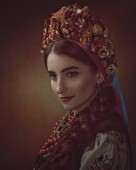 Fotografie Young woman in traditional ukrainian dress and crown