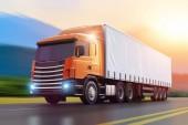 illustrazione rendering 3D del semi-camion che guida lautostrada bagnato nel tramonto con effetto mosso