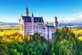 malerische sommerliche Ansicht des alten Schlosses Neuschwanstein, Bayern, Deutschland
