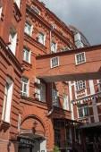 Moscow, Oroszország - 2018. június 9.: Egykori gyári piros épület október cukrászda