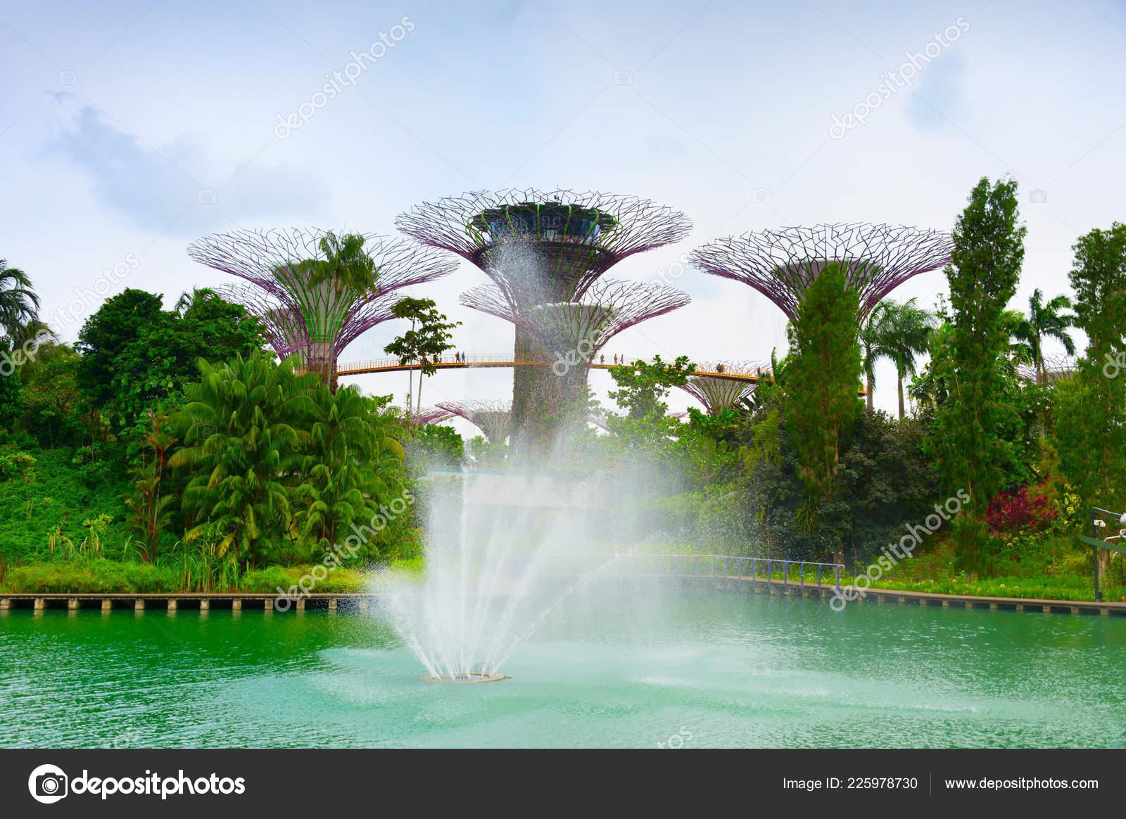mirador moderno futurista singapur jardines por bah 237 a foto editorial de stock 169 joyfull