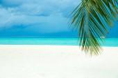 Fotografie Maledivy pláž resort panoramatické krajiny. Letní dovolená cestování dovolená pozadí konceptu. Maledivy pláž paradise