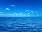 moře a modrá obloha pro dovolenou přírody koncept pozadí