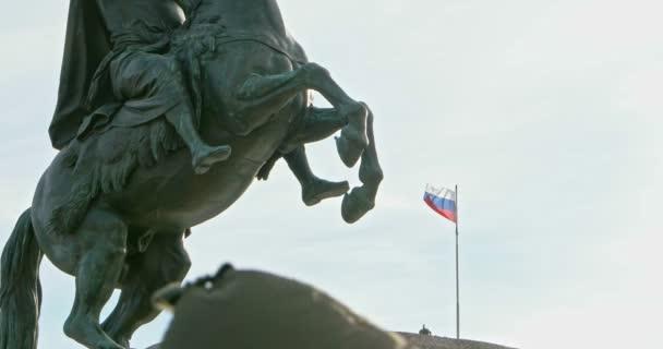 Petrohrad, Rusko 2. března 2019: Detailní pohled Památník ruského císaře Petra Velikého, známý jako Bronzový nebo Měděný jezdec v Petrohradě, Ruská federace na nábřeží řeky Nevy.