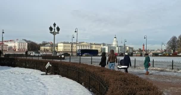 Petrohrad, Rusko 2. března 2019: Památník ruského císaře Petra Velikého, známý jako Bronzový jezdec v Petrohradě, Ruská federace ležící na nábřeží řeky Nevy
