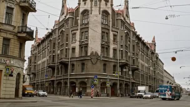 Petrohrad Rusko, 3. března 2019: Doprava před budovou Art Nuevo