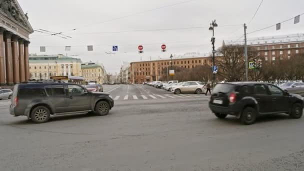 Petrohrad Rusko, 3. března 2019: Rush hour on the street near St Isaacs Cathedral
