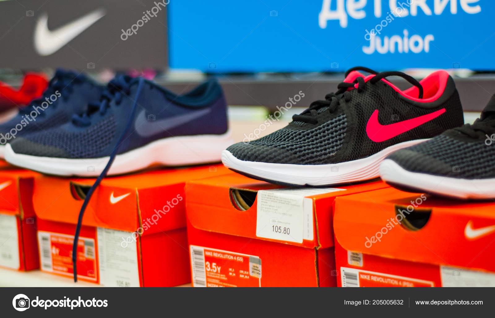 Sportive 2018 Store Minsk Esposizione Bielorussia Luglio Nike Scarpe qwECXw