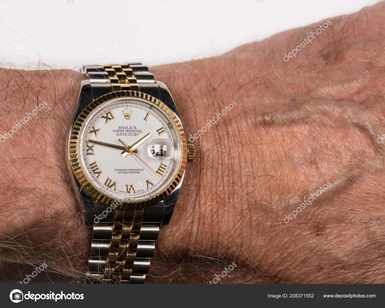 87db7af6d10 Rolex Datejust Oyster mens relógio no pulso de macho velho ...
