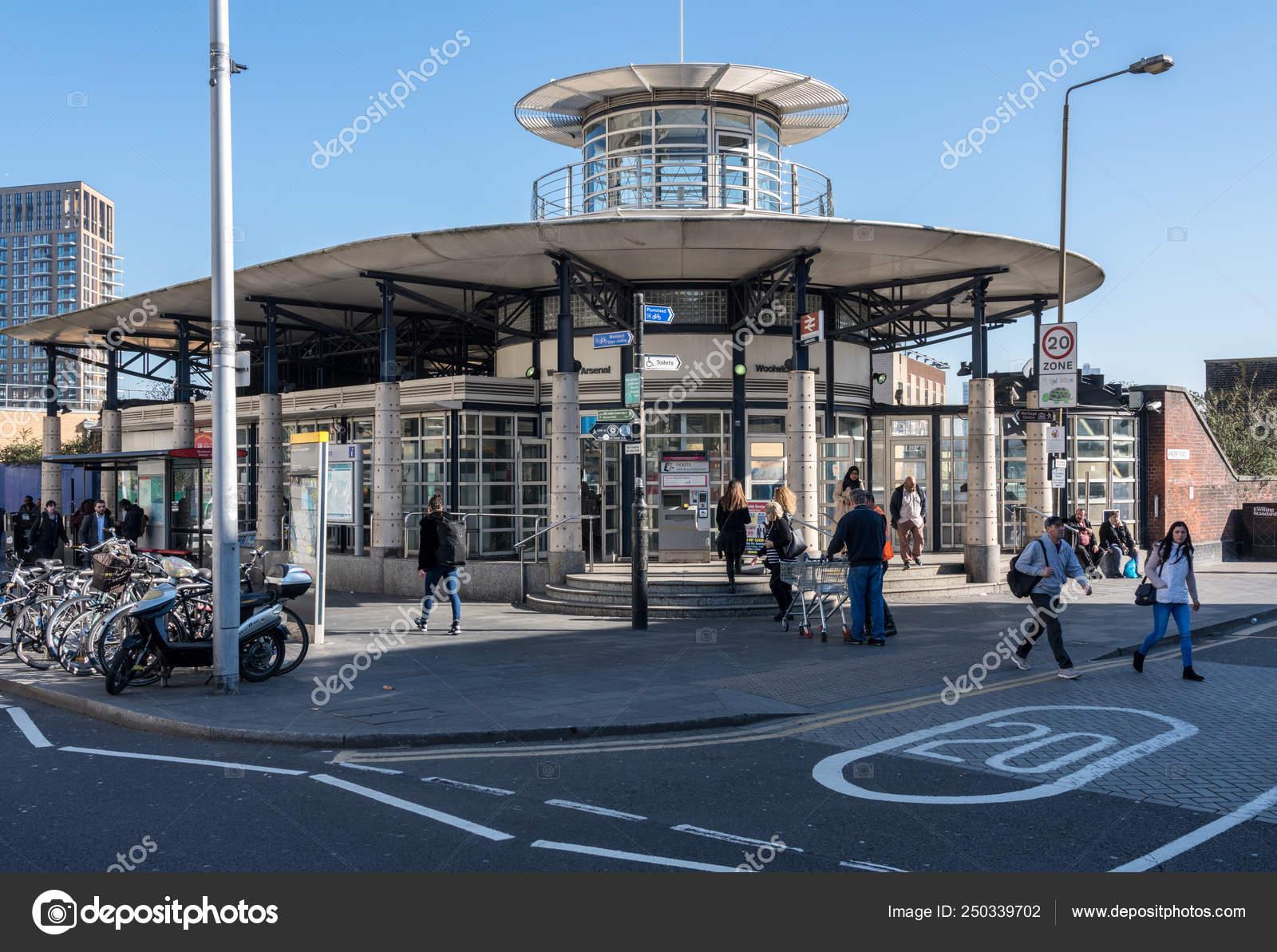 Станция арсенал в лондоне