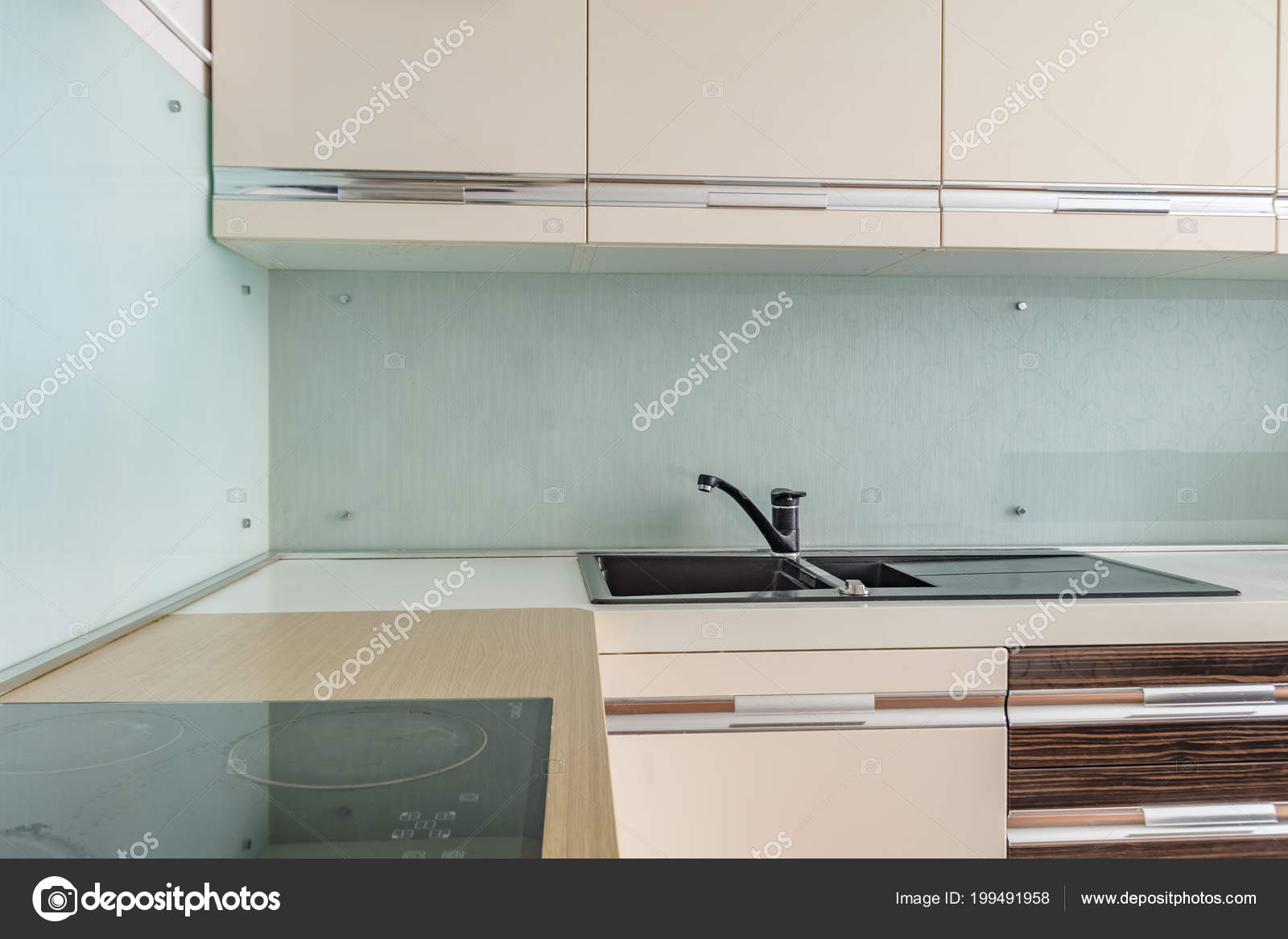 Modernes Design Kuche Herd Auspuff Und Waschbecken Stockfoto