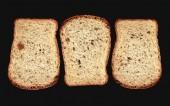Fotografie drei Brotscheiben in schwarz