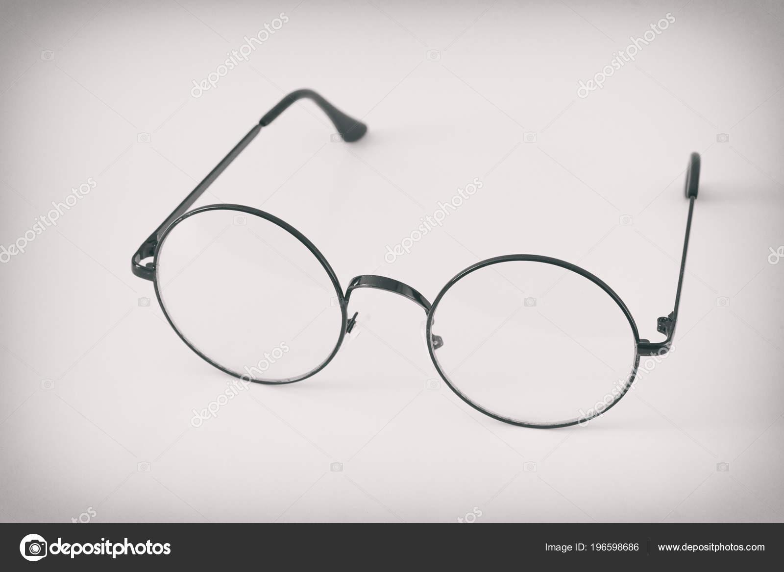 Retro Kerek Szemüveg Fehér Háttér Szemüvegek — Stock Fotó © spaxiax ... 1803f6f8cf