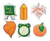 Sada oranžová zelená podzimní perníčků, Apple, Rada, tužka, javorový list, budík, pokryté glazurou. Izolované na bílém pozadí.
