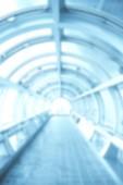 Homályos háttér futurisztikus alagúttal