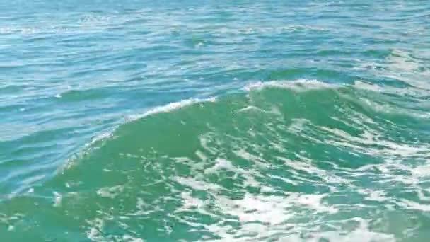 Vlny na moři z lodi