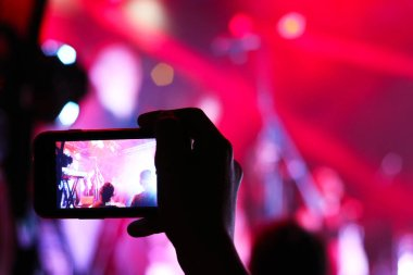 smartphone shooting festival concert