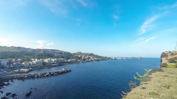 Litorale roccioso, Aci Castello, Sicilia, Italia