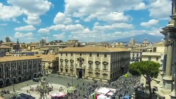 Catania, Italia - 7 maggio 2018: Vista orizzonte aereo di Catania la vecchia città, Sicilia, Italia. Mostra a Piazza del Duomo e Via Etnea via. Monte Etna sullo sfondo. Time Lapse