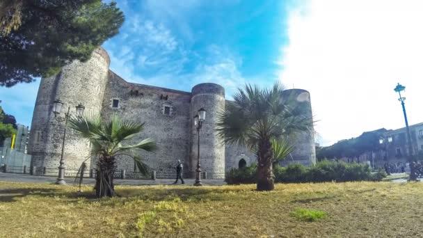 Catania, Italia - 15 maggio 2018: Castello Ursino o Castello Svevo di Catania, Castello in Catania, Sicilia. Costruito nel XIII secolo come un castello reale del Regno di Sicilia. Lasso di tempo. 4K Ultrahd