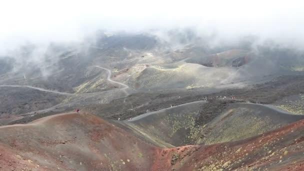 Vista panoramica del cratere Silvestri Superiori (2001m) sul Monte Etna, Etna Parco nazionale, Sicilia, Italia. Silvestri Superiori - cratere laterale delleruzione del 1892 anno. Paesaggio vulcanico nebbioso