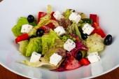 Lahodný Řecký salát woth sýr a olivy