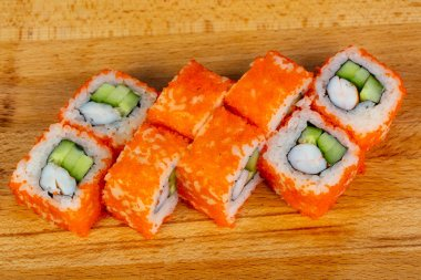 Roll with prawn  and tobiko