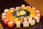 Lahodné Kalifornie, philadelphia a jiné sushi roll sady