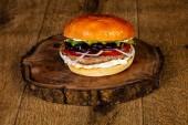 Fotografie Šťavnaté chutné burger s hovězím masem a sýrem