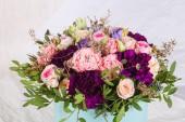 Fényképek Friss Rózsa csokor más virágokkal
