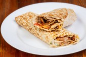 Döner Kebab s masem a zeleninou