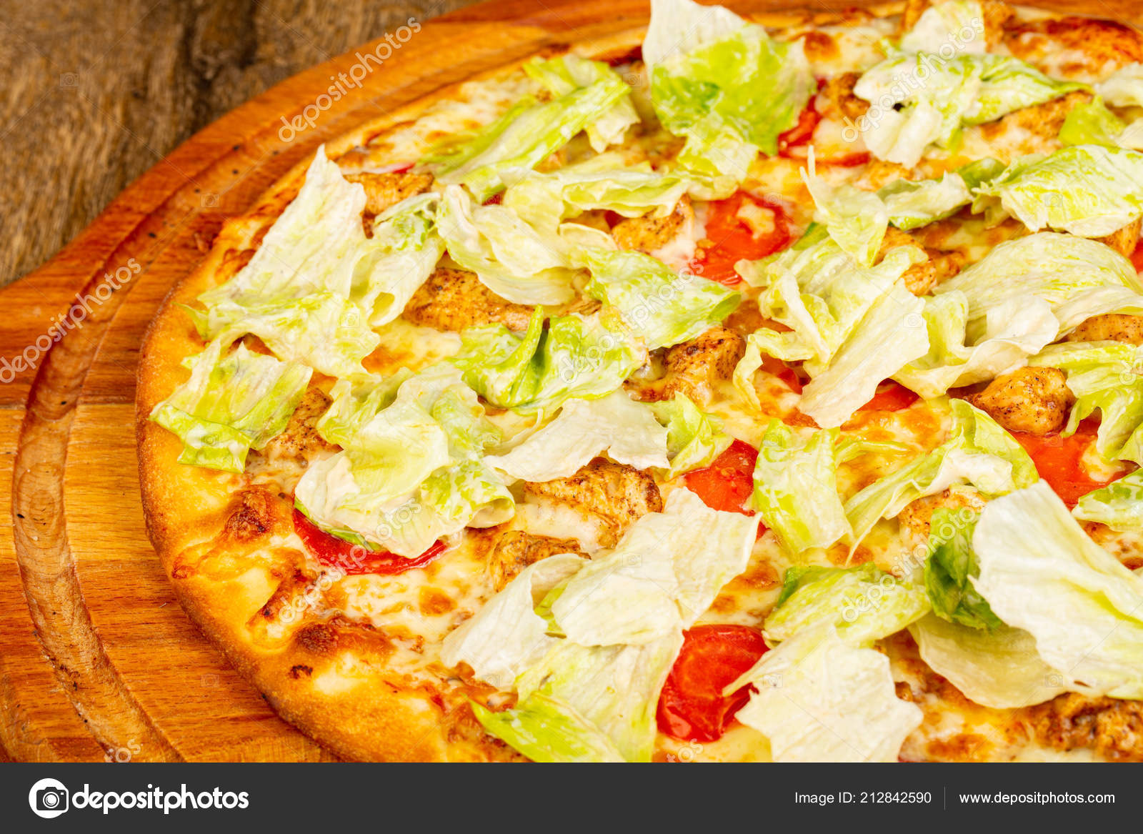 Pizza Cäsar Mit Huhn Und Salat Stockfoto Andreyst 212842590
