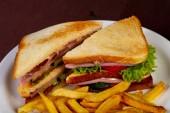 Club sendvič s šunkou a sýrem