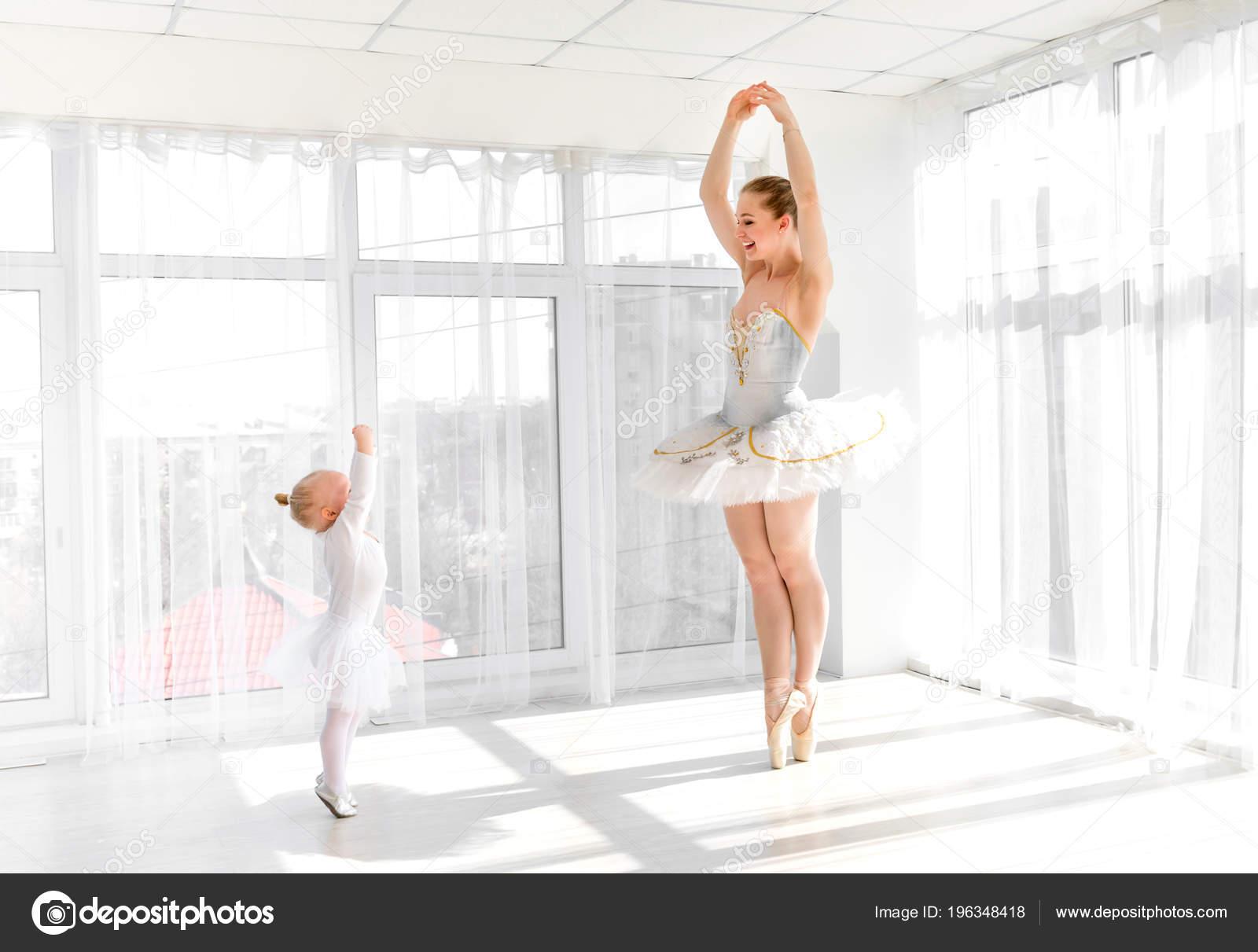 balerina-v-dushevoy-kabine-foto