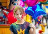 Lidé slaví Holi barevný festival v Charkov, Ukrajina.