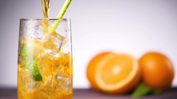 pohár narancs limonádé