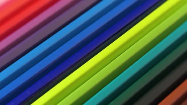 barevné tužky pozadí