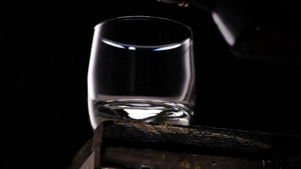 Söntés az üvegben a palackból.