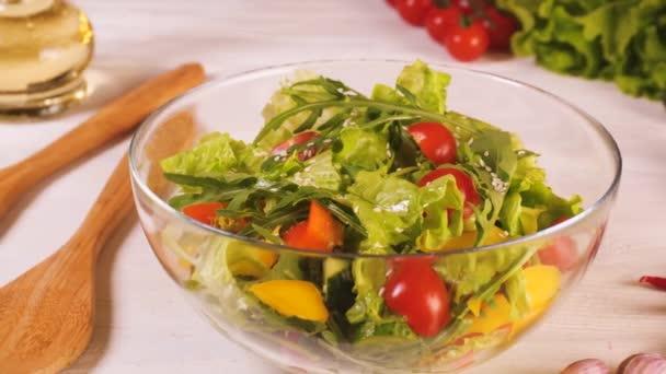 Jak udělat vegetariánský salát