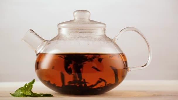 Provedení černý čaj