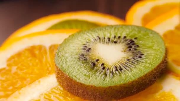 Heap of sliced kiwi and oranges