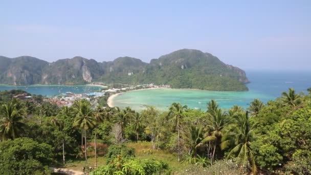 Panoramische Luftaufnahme von Phi Phi Don Island, Thailand an einem Sommertag