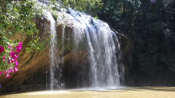 Prennský vodopád v Dalatu, Vietnam v letním dni