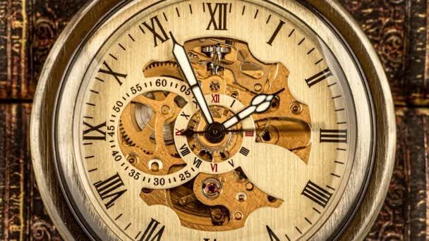 Antik óra tárcsázás közelről. Vintage zsebóra.