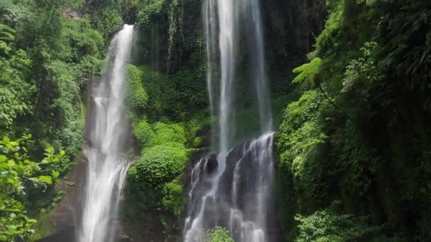 Nádherné vodopády v Bali