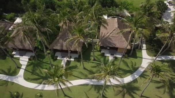 Bungalows mit Pools im Resort tropischen Hotel