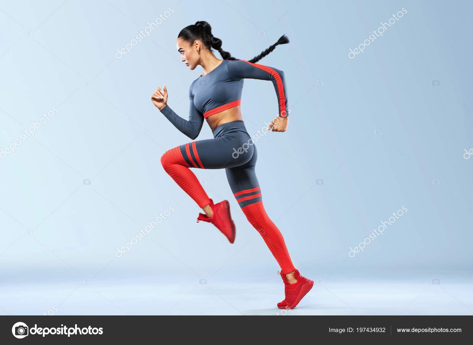 Un sprinter de mujer atlética 32fed6ea71ddf