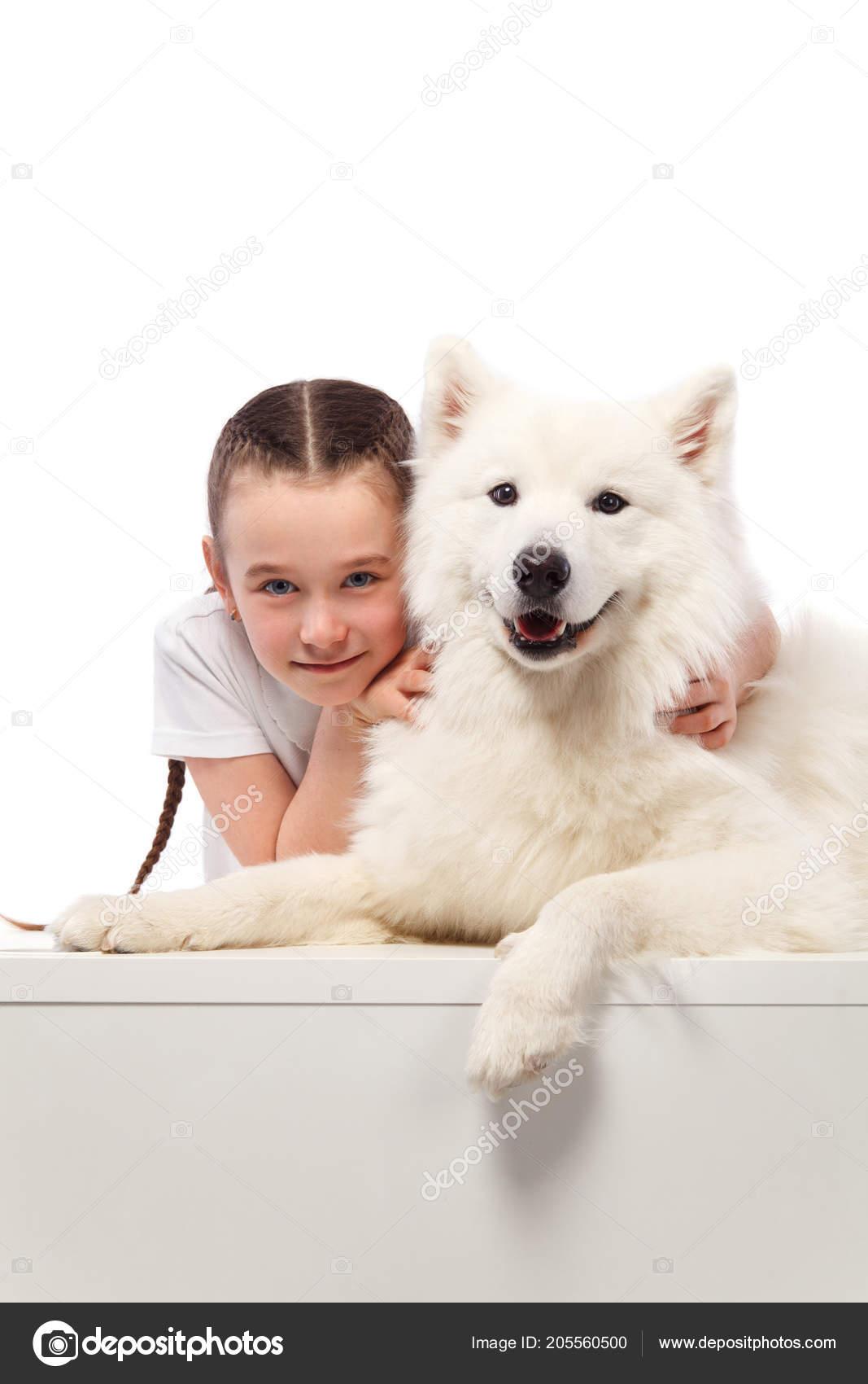 Белые девушки с животными