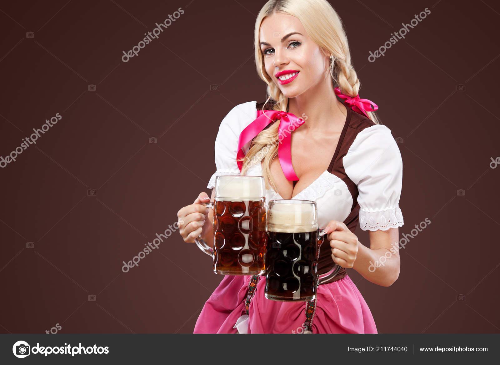 blondinka-s-bolshoy-grudyu-zhenshini-s-bolshim-byustom-golie-onlayn
